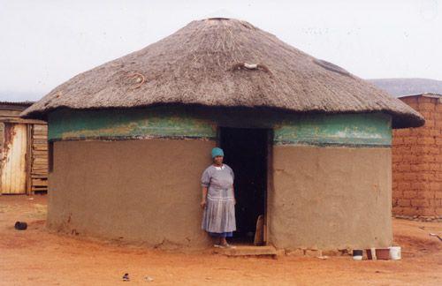 Pin case africaine on pinterest for Angelina maison de l afrique